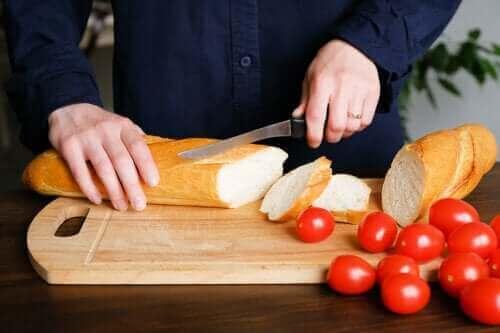 هل يؤدي الخبز فعلًا إلى زيادة الوزن؟