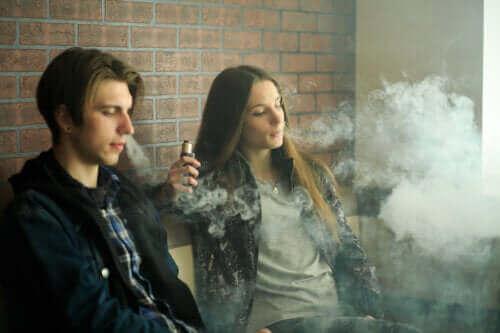 السجائر الإلكترونية - اكتشف معنا تأثيراتها الصحية المحتملة