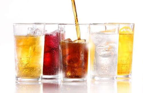 """المشروبات الغازية """"الدايت"""" - هل يمكن أن تؤدي إلى زيادة وزنك؟"""