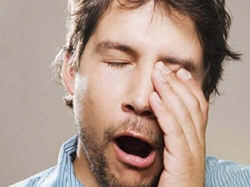 سبب تأثير السن على ساعات النوم