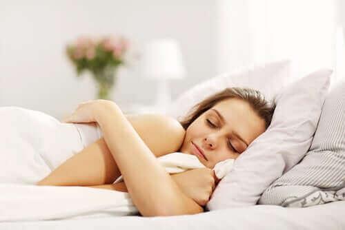 ساعات النوم الملائمة وفقًا لكل سن