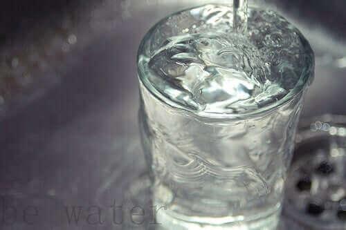 شرب الماء وسلس البول