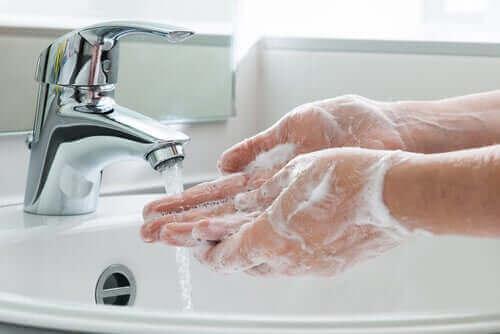 اغسل يديك بشكل متكرر