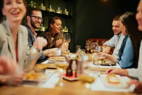 تناول الطعام في المطاعم - نصائح تساعدك على الحفاظ على صحتك