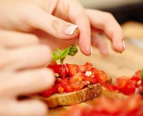 جرب هذه الأفكار الرائعة لتحضير وجبات خفيفة نباتية لذيذة
