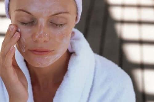 أقنعة الوجه - اكتشف معنا أفضل أقنعة الوجه للترطيب والتقشير