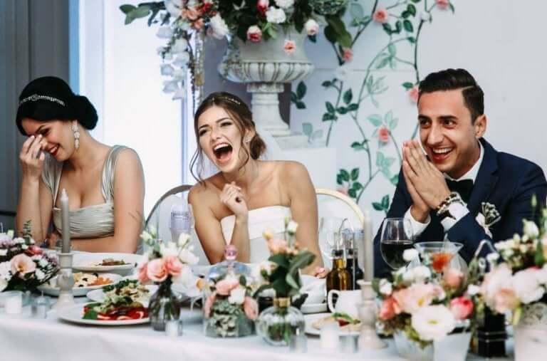 اختيار قائمة طعام الزفاف