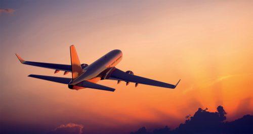 طائرة تقلع