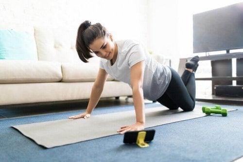 قنوات اللياقة البدنية لمساعدتك على ممارسة التمارين في المنزل