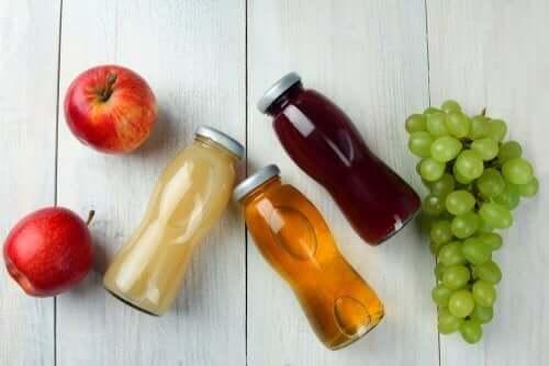 مشروبات رياضية وفاكهة