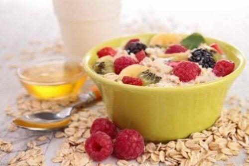 مستوى الكوليسترول – 5 وسائل تساعدك على تخفيضه في وجبة الإفطار
