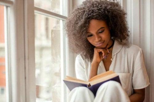 أهمية القراءة خلال فترة العزل المنزلي