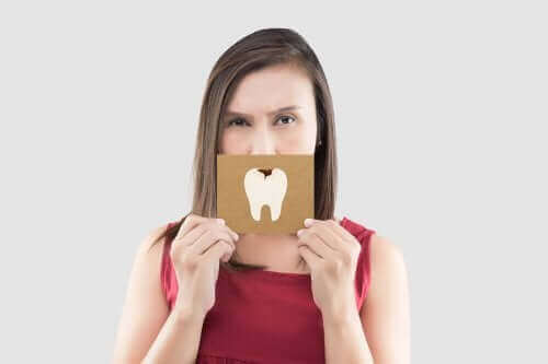 تخفيف آلام الأسنان: خمسة علاجات سريعة