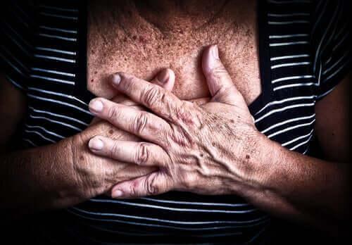 توصيات للمرضى المصابين بأمراض القلب والأوعية الدموية بشأن كوفيد-19