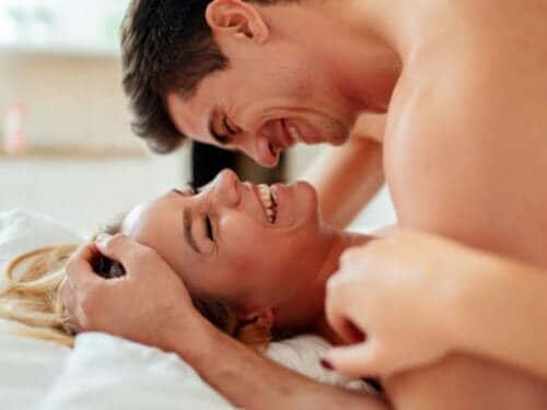 نصائح للاستمتاع بعلاقة جنسية مرضية وآمنة