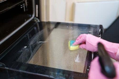 تنظيف الفرن - وسائل تنظيف فعالة لأفران الغاز، الكهرباء والميكروويف