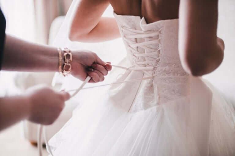 والدة العريس أو العروس