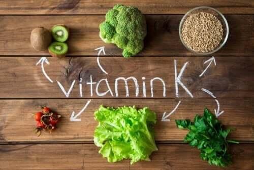 فيتامين ك – اكتشف معنا وظائفه، أشكاله وأسباب وصفه