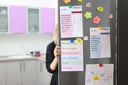 كيفية إنشاء لوحة تنظيمية في مطبخك