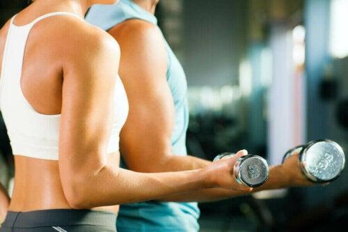 تمارين تستطيع تنفيذها في المنزل لتقوية عضلات الساعدين