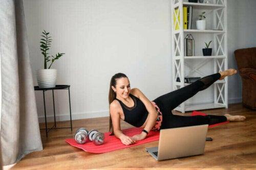 كيف يمكنك الحفاظ على الكتلة العضلية أثناء البقاء في المنزل؟