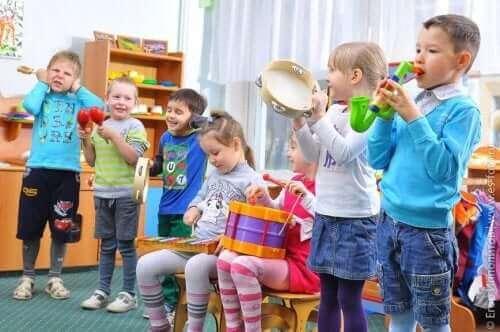 اللعب التعاوني بين الأطفال