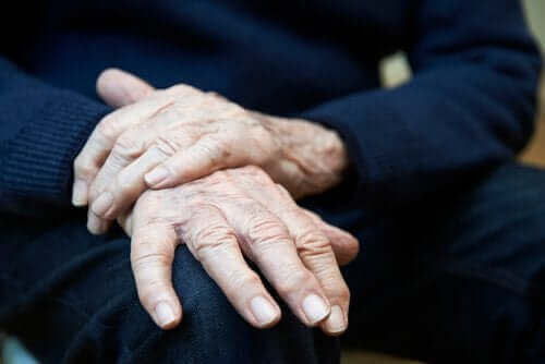 الرعاش مجهول السبب - الأعراض، المسببات والعلاجات المتاحة