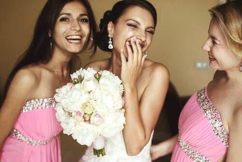 العروس ووصيفاتها