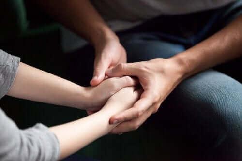 5 وسائل تستطيع من خلالها إظهار الاهتمام والحب لشريك حياتك