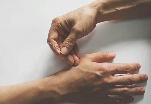 الوخز بالإبر وآلام المفاصل