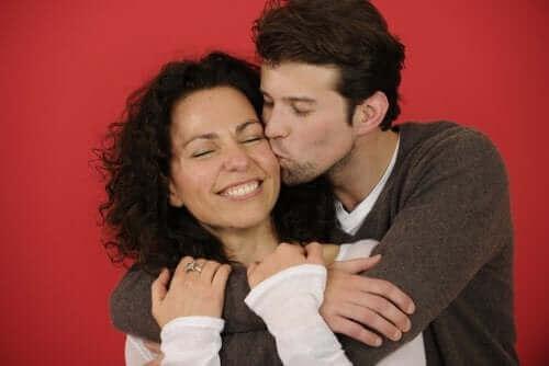 إظهار الاهتمام والحب في العلاقة العاطفية