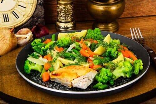 طبق الدجاج مع الخضروات