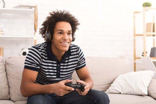 التأثيرات المحتملة لألعاب الفيديو على المراهقين
