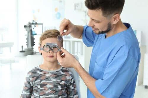 كيفية اكتشاف مشاكل الرؤية لدى الأطفال الصغار
