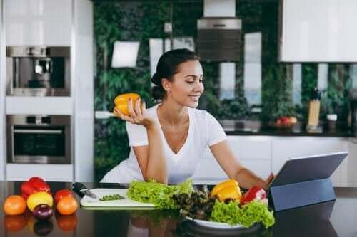 تخطي وجبة العشاء - هل يساعد حقًا على فقدان الوزن؟