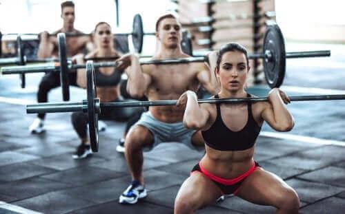 فوائد ومخاطر رياضة كروس فيت: كل ما تحتاج إلى معرفته