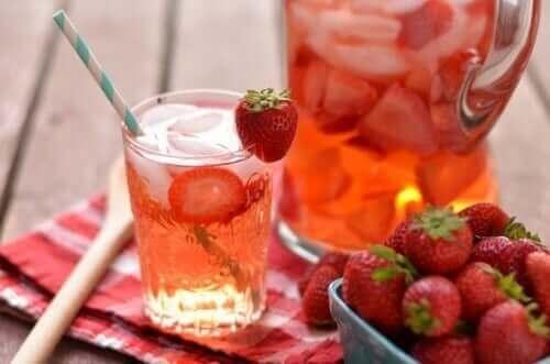 المشروبات بنكهة الفواكه