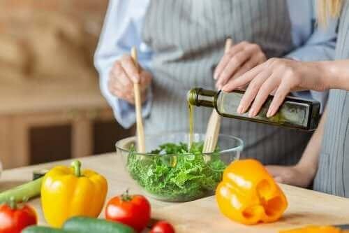 أنواع الدهون المختلفة وأهميتها في النظام الغذائي