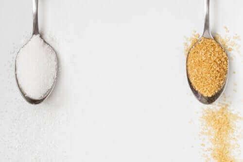 هل السكر البني أفضل من السكر الأبيض؟