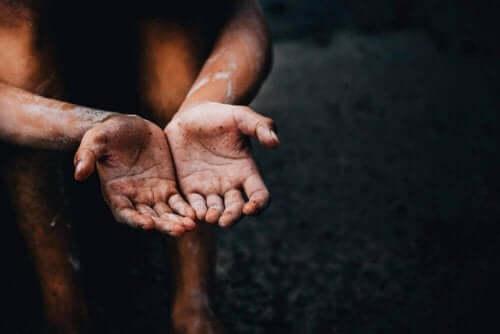 الأمراض المزمنة والفقر