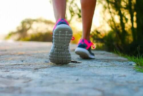 المشي لمكافحة دوالي الساقين
