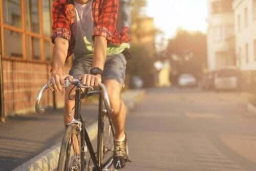 تمرين الدراجة لمكافحة دوالي الساقين
