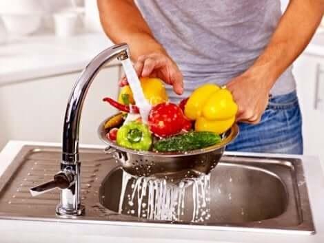 غسل الخضروات