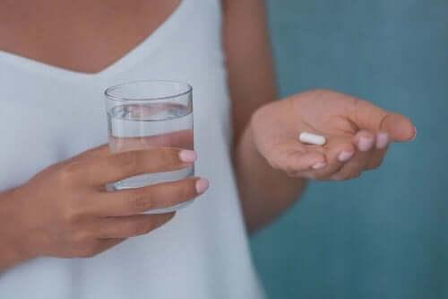 كيف يعالج الجسم دواء أولانزابين؟