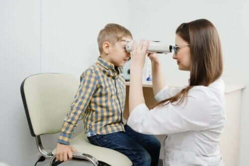 ورم أرومة الشبكية - الأعراض، المسببات والعلاج
