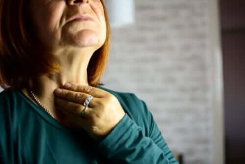 التهاب الحنجرة غير المعدي