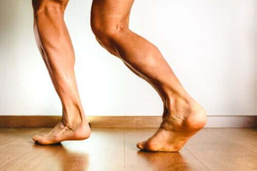أسباب تقلصات عضلات الساق الخلفية
