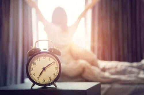 الساعة الأولى من الصباح