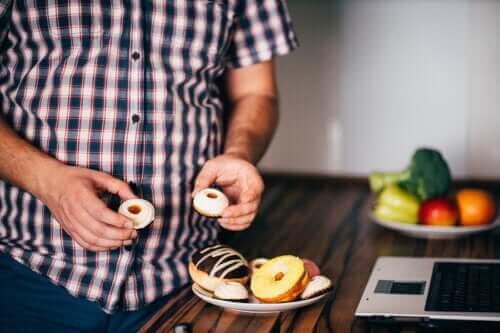 أطعمة شائعة لا تساعد على الشعور بالشبع