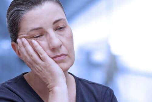 النوم القهري - اكتشف معنا سمات الحالة، أنواعها ودرجاتها